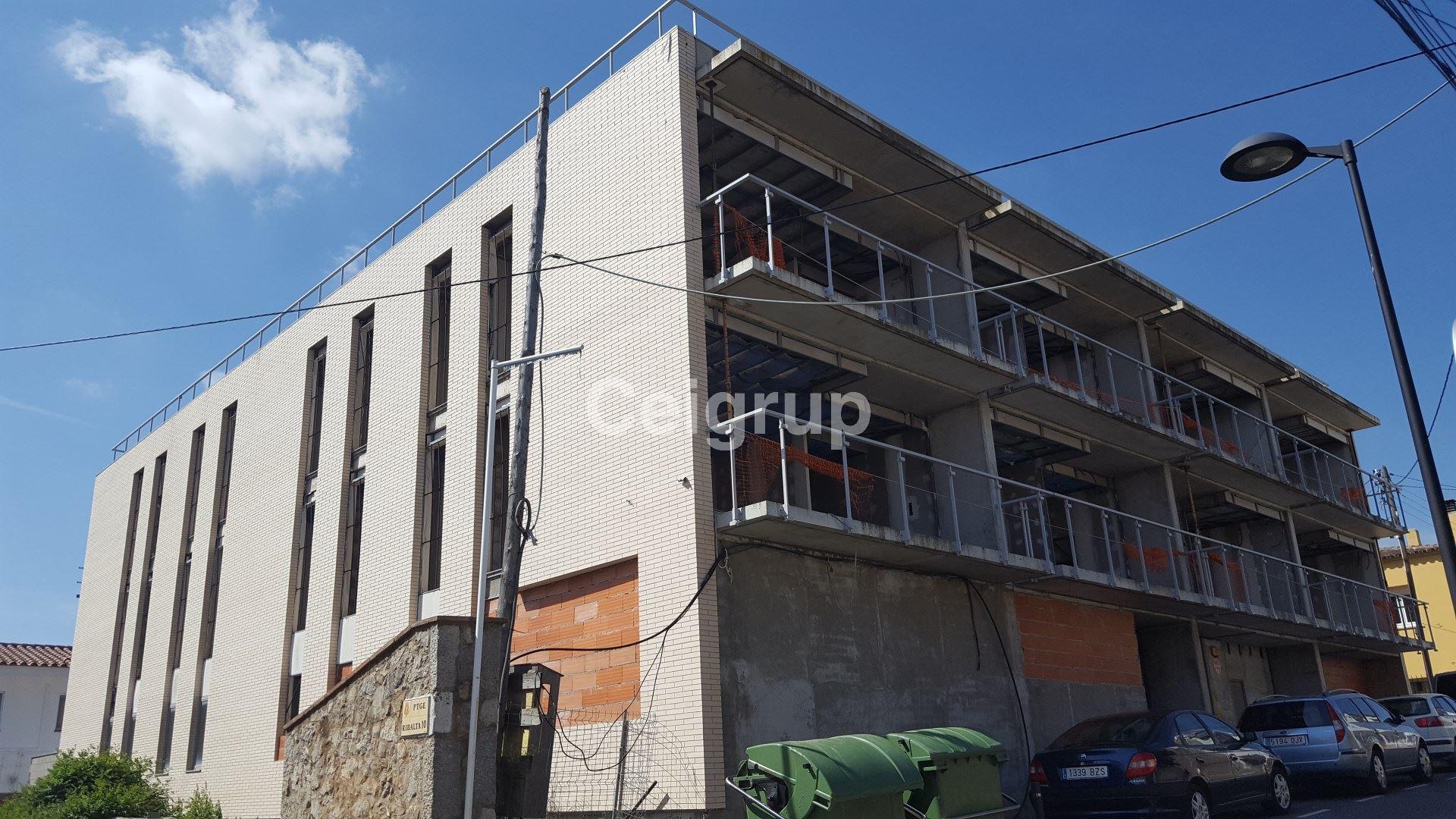 Venta edificio l 39 escala ceigrup inmobiliaries for Pisos alquiler alt emporda